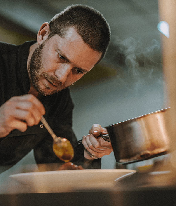 paul-matthews-head-chef-kitchen-restaurant-darts-farm-south-west_600x500