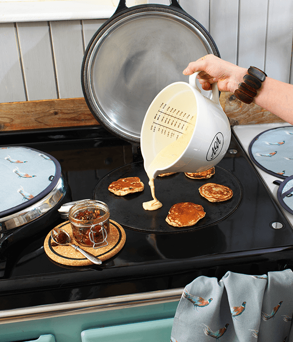 cooking-pancakes-aga-shop-darts-farm-devon_600x700