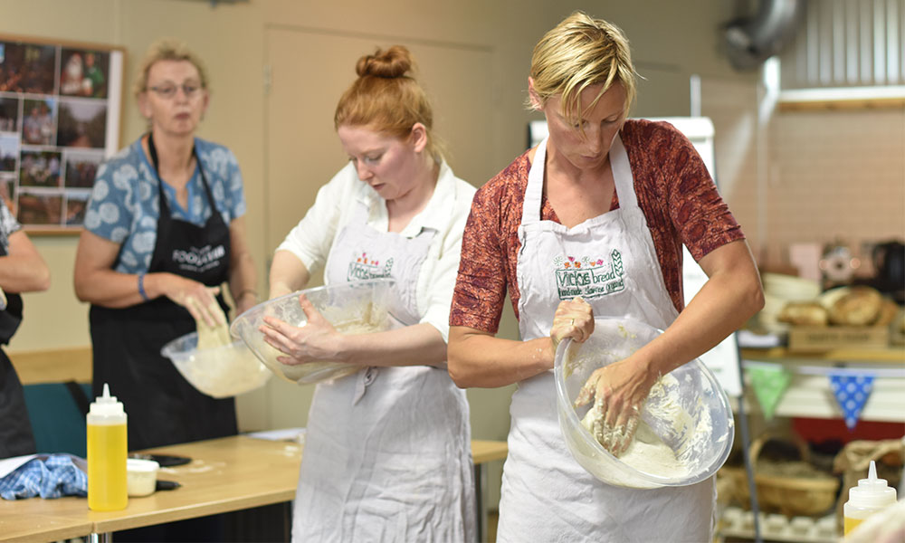vickys-bread-masterclass-sourdough-darts-farm-devon_1000x600