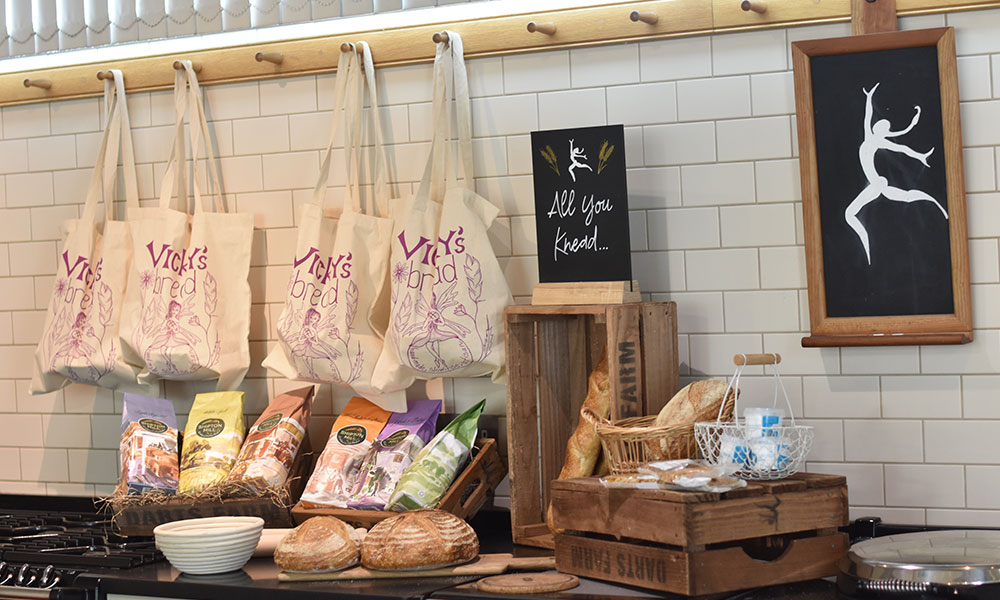 sourdough-bread-flour-display-sourdough-masterclass-vickys-bread-darts-farm-devon_1000x600