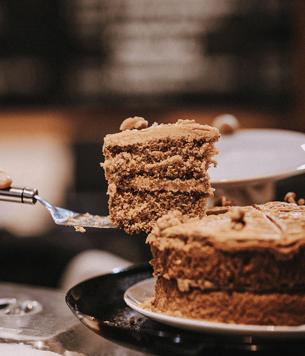 coffee-cake-deli-bar-darts-farm-exeter_600x700